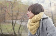 Free pattern on Ravelry: Pearls around the neck pattern by Anna & Heidi Pickles Knitting Kits, Knitting Patterns Free, Free Knitting, Knitting Projects, Stitch Patterns, Crochet Crafts, Knit Crochet, Ravelry, Knit Cowl