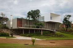 Casa Piracicaba / Isay Weinfeld. Piracicaba, São Paulo - Brasil.