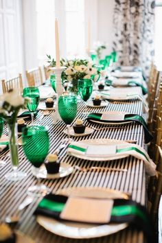 Emerald + navy = great party decor.