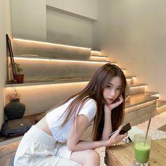 Cute Girl Photo, Girl Photo Poses, Girl Poses, Ulzzang Korean Girl, Cute Korean Girl, Pretty Asian Girl, Beautiful Asian Girls, Asian Cosplay, Teen Girl Photography