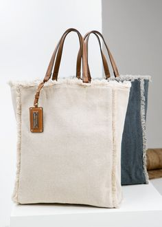 Canvas shopper bag - Woman Canvas shopper bag with frayed edges. Contrast faux leather twin top handles, decorative tag with metal plate, snap button fastening and inner zip pocket. Bag Sewing, Sewing Diy, Canvas Shopper Bag, Sacs Design, Diy Sac, Linen Bag, Fabric Bags, Fabric Handbags, Denim Bag