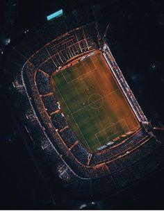 A place for pictures and photographs. Steven Gerrard, Football Stadiums, College Football, European Soccer, Fc Chelsea, Zinedine Zidane, Ac Milan, Tottenham Hotspur, Fifa World Cup
