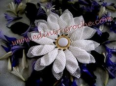 Croche Daisy Flower Tutorial - Tutorial flor de  ganchillo (in foreign language but still have a visual with the video)
