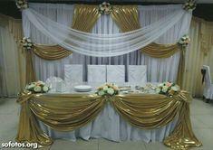 Festa Diy Wedding Backdrop, Wedding Stage Decorations, Backdrop Decorations, Ceremony Backdrop, Head Table Decor, Head Tables, Bridal Table, Wedding Table, Pipe And Drape