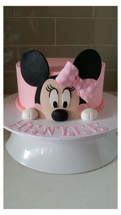 Minni Mouse Cake, Bolo Do Mickey Mouse, Mickey And Minnie Cake, Bolo Minnie, Mickey Cakes, Minnie Mouse Cake Design, Mini Mouse Birthday Cake, Mickey Mouse Birthday, First Birthday Cakes