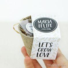 KIT de semillas para regalar a invitados – El Blog de This Is Kool Gifts For Wedding Party, Wedding Favors, Wedding Decorations, Party Gifts, Wedding Ideas, Cup Design, Plant Design, Eco Cup, Diy Molding