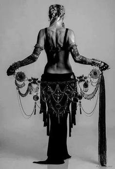 Encanto da dança do sagrado feminino...