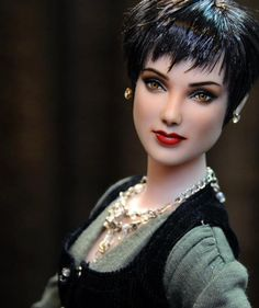 OOAK Alice Cullen repaint by the amazing Noel Cruz. What an amazing job. Bjd, Twilight Dolls, Twilight Saga, Barbie Celebrity, Alice Cullen, Valley Of The Dolls, Realistic Dolls, Doll Repaint, Barbie Collection