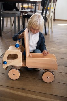 Wood Projects, Craft Projects, Handmade Wooden Toys, Wooden Car, Workbench Plans, Woodworking Workshop, Cute Dolls, Wood Toys, Jouer