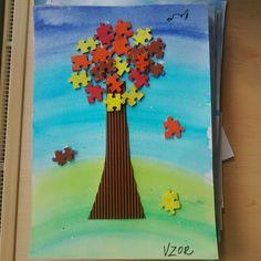 Podzimní strom z puzzle částí