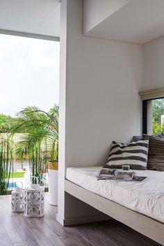 Camastro en el quincho de una casa en un country, ideal para tardes mirando al arroyo, o siestas de dulces sueños.