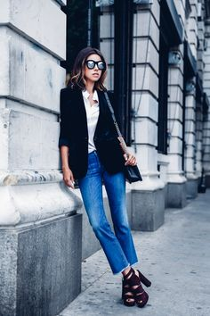 Skinny oder Bootcut Jeans wirken seriöser als Latzhosen