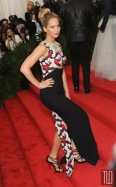 Jennifer-Lawrence-Met-Gala-2015-Red-Carpet-Fashion-Tom-Loenzo-Site-TLO (4)