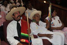 El gobernador del estado de Veracruz, Javier Duarte de Ochoa asistió a la entrega de la Medalla Adolfo Ruiz Cortines a Don Juan Simbrón por parte del Congreso estatal.