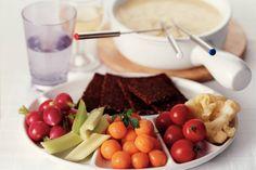 Kijk wat een lekker recept ik heb gevonden op Allerhande! Hollandse kaasfondue met rauwkost Good Food, Yummy Food, Dutch Recipes, Other Recipes, Bon Appetit, Veggies, Favorite Recipes, Beef, Cheese
