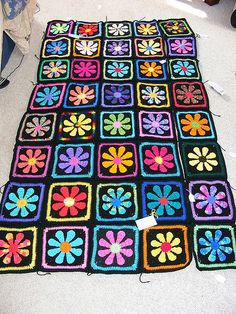 [Paid Pattern] Make One Daisy Flower Crochet Charity Square To Help Local Charities - Knit And Crochet Daily Crochet Daisy, Flower Crochet, Crochet Granny, Crochet Motif, Crochet Designs, Knit Crochet, Afghan Crochet Patterns, Crochet Squares, Crochet Crafts