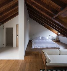Four Attic Renovation Ideas to Give New Life to Unused Space - Attic Basement Ideas Attic Bedroom Designs, Attic Bedrooms, Attic Design, A Frame Cabin, A Frame House, Loft Room, Bedroom Loft, A Frame Bedroom, Attic Loft