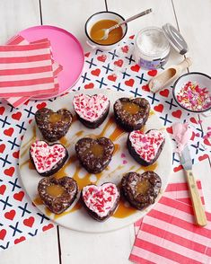 Valentine's Day Brownies - Two Ways. - DomestikatedLife Valentines For Singles, Valentines Day Holiday, Valentines Day Desserts, Valentine Day Special, Dark Chocolate Brownies, Romantic Valentines Day Ideas, Romantic Desserts, Sweet Treats
