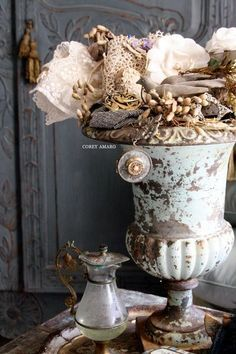 Stuffed antique French urn Vintage ~ shabby n chic decoration decor Shabby Chic Vintage, Estilo Shabby Chic, Vintage Decor, Shabby Chic Urns, Jeanne D'arc Living, Vases, Garden Urns, Garden Deco, Gris Rose