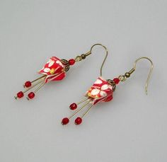 Origami jewelry, Fushia earrings, origami earrings in Japane.-Origami jewelry, Fushia earrings, origami earrings in Japanese paper chiyogami red and white Origami jewelry Fushia earrings origami earrings in Japanese - Paper Bead Jewelry, Origami Jewelry, Paper Earrings, Paper Beads, Diy Earrings, Resin Jewelry, Fabric Beads, Jewelry Crafts, Beaded Jewelry