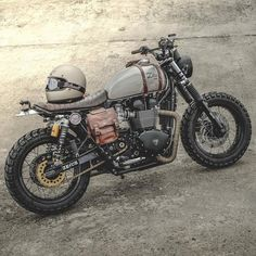 33 Cool Modification Triumph Scrambler for Big Motorcycle Lovers Cafe Bike, Cafe Racer Bikes, Cafe Racer Motorcycle, Moto Bike, Motorcycle Design, Bike Design, Mad Max Motorcycle, Tracker Motorcycle, Cafe Racer Helmet