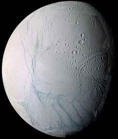 """Su Encelado, una delle lune di Saturno, al polo sud fa più caldo del previsto In un articolo pubblicato sulla rivista """"Nature Astronomy"""" viene descritta la scoperta che il polo sud di Encelado, una delle lune del pianeta Saturno, è più caldo del previsto sotto il ghiaccio. #missionispaziali #nasa #cassini"""
