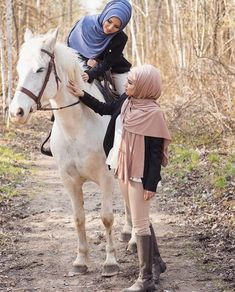 Blue Hyacinth, Modest Fashion Hijab, Muslim Women Fashion, Horse Riding, Fashion Wear, Riding Helmets, Cowboy Hats, Horses, Clothes For Women