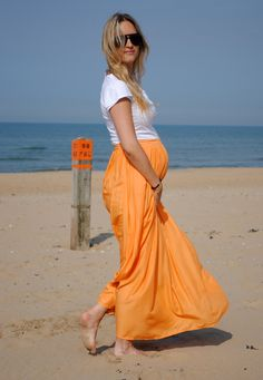 Love the contrast. Cutest maxi skirted pregnant chick ever.