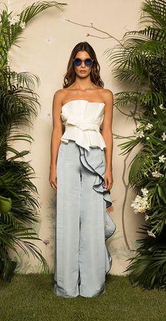 Get inspired and discover Johanna Ortiz trunkshow! Shop the latest Johanna Ortiz collection at Moda Operandi. Fashion 2017, Look Fashion, Runway Fashion, High Fashion, Fashion Outfits, Womens Fashion, Fashion Design, Fashion Trends, Ladies Fashion