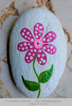 Looking for some easy painted rock ideas to get inspired by? See more ideas about Rock crafts, Painted rocks and Stone crafts. Looking for some easy painted rock ideas to get inspired by? See more ideas about Rock crafts, Painted rocks and Stone crafts. Stone Art Painting, Pebble Painting, Pebble Art, Diy Painting, Easy Flower Painting, Rock Painting Ideas Easy, Rock Painting Ideas For Kids, Rock Painting Patterns, Rock Painting Designs
