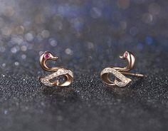 Jewelry Design Earrings, Gold Earrings Designs, Gold Jewellery Design, Ear Jewelry, Gold Earrings For Kids, Gold Bridal Earrings, Gold Jewelry Simple, Real Diamond Earrings, Tiny Stud Earrings