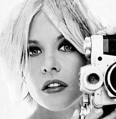 L'actrice Meg Ryan avec un Zeiss Contarex. Document via stars-et-shooting.