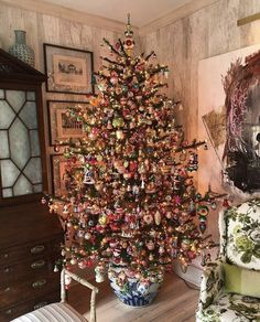 My tree in my Charleston drawing room is very sentimental to me, so many memories. I have all glass ornaments, many of… Merry Little Christmas, Christmas Morning, Winter Christmas, Christmas Home, Vintage Christmas, Chinoiserie, Guy Fawkes, Christmas Drawing, Advent