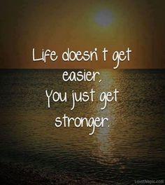 La vie ne devient pas plus facile, c'est toi qui deviens plus fort(e).