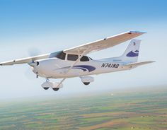 The Cessna Skyhawk is the most popular single-engine aircraft ever built and the ultimate flight training aircraft for student pilots. Glass Cockpit, Angle Of Attack, Cessna 172, Cabin Doors, Airplane For Sale, Display Technologies, Flight Deck, Tricycle, Aviation