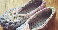 スムースで編みやすいSmooteeでルームシューズ(スリッパ・部屋履き)を編んでみましたので、編み方をご紹介します!