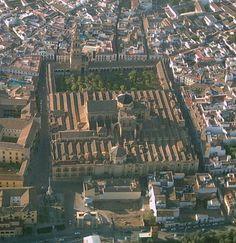 La construcción de la Mezquita de Córdoba fue iniciada por órdenes de Abd al-Rahmán I, fundador del Califato de Córdoba, en el año 786. Fue edificada sobre una antigua basílica cristiana. A pesar de las modificaciones que se le hicieron, se conservaron varios muros y columnas visigóticas y romanas.