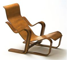 BAUHAUS: Long Chair - Short Version, designed by Marcel Breuer, made by Isokon Furniture Co. Marcel Breuer, Retro Futuristic, Futuristic Design, Modern Furniture, Furniture Design, Bauhaus Furniture, Plywood Furniture, Design Loft, Design Design