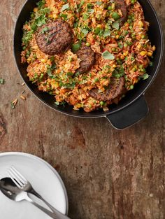 This delicious and versatile rice pan with Pulled Oats® Pan Fried Patties makes enough food even for a bigger group. If there aren't that many eaters, you can serve it again tomorrow. Vegetarian Recipes Easy, Spicy Recipes, Vegetable Stock Cubes, Long Grain Rice, Frozen Vegetables, Everyday Food, Us Foods, Main Dishes, Fries
