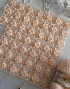 Hand Knitting Women's Sweaters Crochet Baby Dress Pattern, Crochet Baby Booties, Knitted Baby, Gilet Crochet, Crochet Shawl, Easy Knitting Patterns, Crochet Stitches Patterns, Crochet Triangle, Crochet Motif