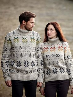Schattig :p Tidings by Vicky Sedgewick, pattern available for purchase from Rowan Yarns. Knitting Yarn, Hand Knitting, Knitting Sweaters, Rowan Yarn, Knitting Magazine, Digital Pattern, Sweater Weather, Christmas Sweaters, Christmas Jumpers