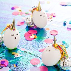 Make Your Easter Basket Magical With Unicorn Easter Eggs - Tattoo Oberschenkel Frau Unicorn Egg, Diy And Crafts, Crafts For Kids, Diy Easter Decorations, Easter Colors, Bunny Crafts, Easter Activities, Gold Paper, Diy Décoration