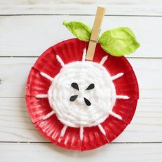 Have you ever tried paper plate yarn weaving? It is so much fun! Kids will love making this apple core craft.