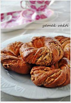 En İyi Yemek Tarifleri Sitesi-Yemek Vakti: Tahinli Çelenk Çörek