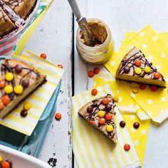 This USA-inspired peanut butter cheesecake recipe is full of nutty, chocolately flavours thanks to peanut butter and double choc-chip cookies.