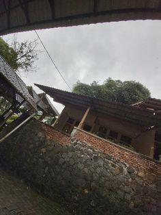 Bogor, Outdoor Furniture, Outdoor Decor, Firewood, Hammock, Home Decor, Homemade Home Decor, Hammocks, Decoration Home