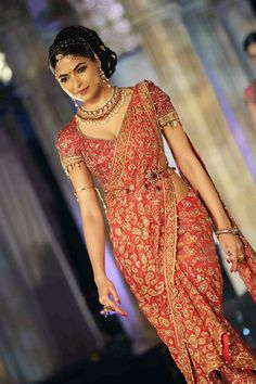 South Indian Bride - sari with kamarband. www.weddingsonline.in