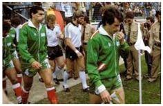 Ali Fregani (capitaine). Algerie-2 Allemagne-1 (WC1982) Cette Algérie 82 demeure l'une des plus belles équipes de l'histoire de la Coupe du monde.