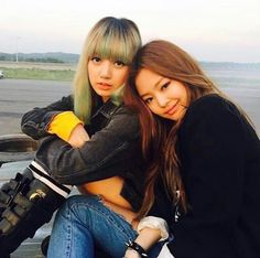 Lisa & Jennie Blackpink