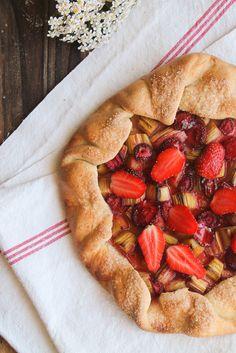 Tarte rustique fraise rhubarbe {vegan} - aime & mange